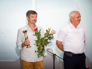 Приз Головецкому вручает Краснолицкий